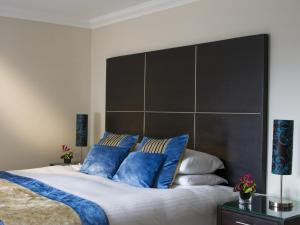 A bed or beds in a room at Rocpool Reserve Hotel & Restaurant