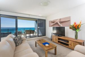 A seating area at Sevan Apartments Forster