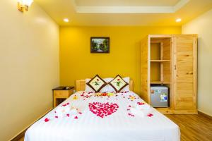 A bed or beds in a room at Lucky Phu Quoc Hotel