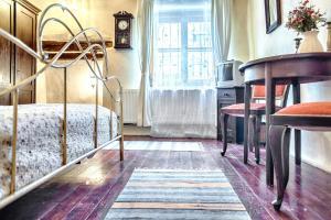 Uma ou mais camas em beliche em um quarto em Dominic Boutique