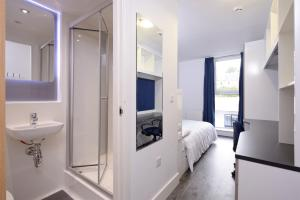 A bunk bed or bunk beds in a room at Destiny Student - Holyrood (Brae House)