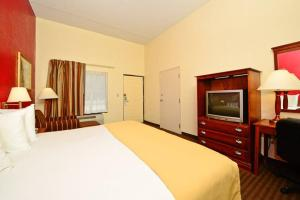 A room at Manchester Heritage Inn & Suites