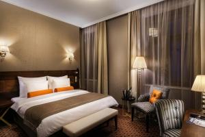 A bed or beds in a room at COSMOPOLITAN Hotel Prague