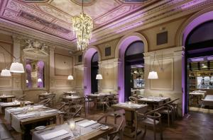 A restaurant or other place to eat at COSMOPOLITAN Hotel Prague