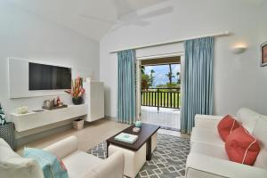 A seating area at Calabash Luxury Boutique Hotel