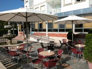 A restaurant or other place to eat at Hotel Piñeiro