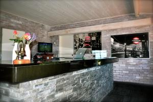 The lounge or bar area at 323 on Jetty
