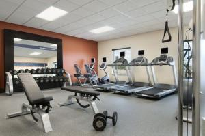 The fitness center and/or fitness facilities at Hampton Inn Vernon