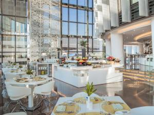 A restaurant or other place to eat at Amman Rotana