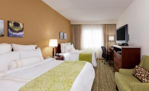 A bed or beds in a room at Chicago Marriott Midway