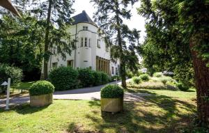 A garden outside Hofgut Dippelshof Hotel- und Restaurant KG