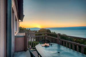 Balcon ou terrasse dans l'établissement Zenitude Hôtel-Résidences Les Terrasses du Lac