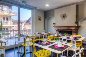 Restaurant ou autre lieu de restauration dans l'établissement Zenitude Hôtel-Résidences Les Terrasses du Lac