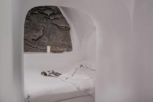 A bathroom at Iliovasilema Hotel & Suites