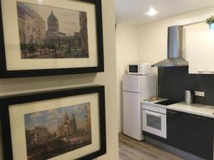 Кухня или мини-кухня в Апартаменты на ул.Кременчугская, д.11,к.2