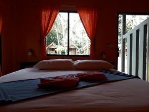 A bed or beds in a room at Green Chilli Bungalows