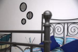 Uma ou mais camas em beliche em um quarto em Studio Max