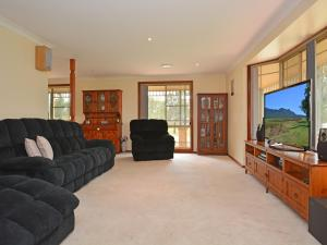 The lounge or bar area at Merewether Homestead with Pool and Family friendly