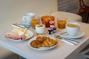 Breakfast options available to guests at Reims Hotel