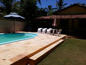 The swimming pool at or near Casa de 6 quartos na beira do Mar entre Ilhéus e Itacaré