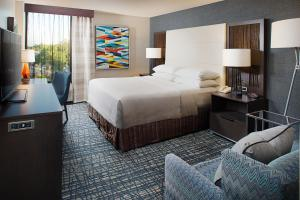 A bed or beds in a room at Crowne Plaza Annapolis, an IHG Hotel