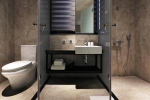 A bathroom at Miller Inn