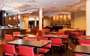 A restaurant or other place to eat at Courtyard by Marriott Ottawa East