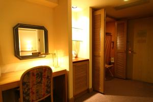 Kamar mandi di Breezbay Hotel Resort and Spa
