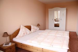 A bed or beds in a room at FeWo Bonn Sejour - Nähe UN-Campus u. WCCB