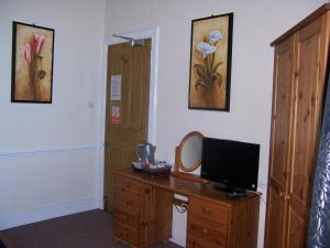 A television and/or entertainment centre at Rockville Hotel