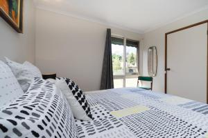 A bed or beds in a room at Uptown Frankston