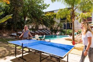Ping-pong facilities at Billabong Backpackers Resort or nearby