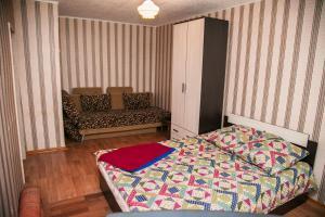 Кровать или кровати в номере Apartments on Gromoboya 54