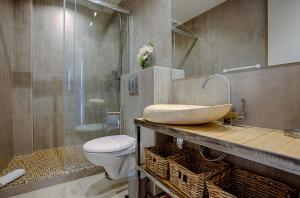 A bathroom at Appartement Vaste Horizon - LRA Cannes