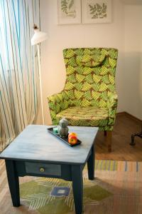 A seating area at Eulennest-OWL