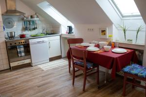 A kitchen or kitchenette at Eulennest-OWL