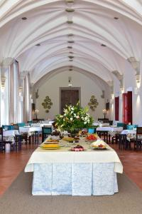A restaurant or other place to eat at Pousada Convento de Beja