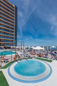 Het zwembad bij of vlak bij Hotel Yaramar - Adults Recommended
