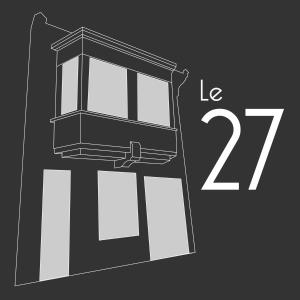 A bunk bed or bunk beds in a room at Le 27
