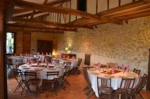 Restaurant ou autre lieu de restauration dans l'établissement Domaine de Daran