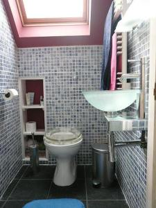 A bathroom at Grange Guest House