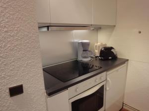 A kitchen or kitchenette at Holiday home Residence Saulire