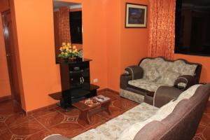 The lounge or bar area at Residencial Norandes