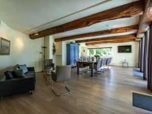 De lounge of bar bij Beautiful Villa in Koudekerke Zealand with Garden
