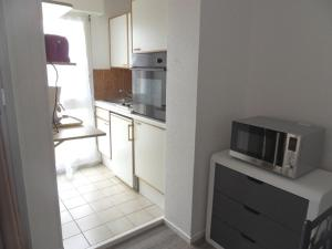 A kitchen or kitchenette at Apartment Azenor