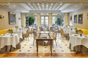 A restaurant or other place to eat at Relais & Châteaux Hotel Orfila