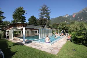 Der Swimmingpool an oder in der Nähe von Park Hotel Rovio