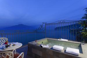 A balcony or terrace at Grand Hotel Ambasciatori