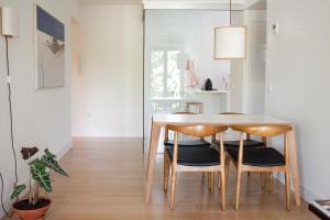 Una cocina o zona de cocina en 60 Balconies Urban Stay