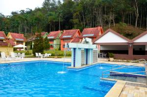 The swimming pool at or close to Hotel Girassol